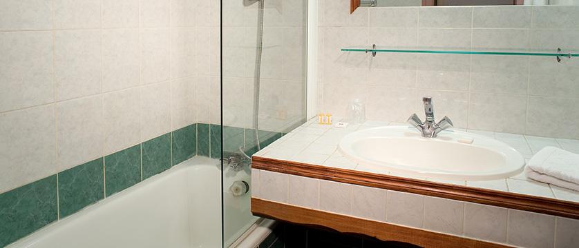 Hotel Olympic, Bathroom with Bath